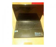 Vând laptop Asus X552M pentru piese
