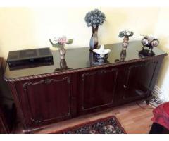 Vand mobilier sufragerie (2 bufete, vitrina, masa, scaune, oglinda)
