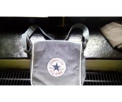 Vand geanta pentru umar CONVERSE - USA  nefolosita :)
